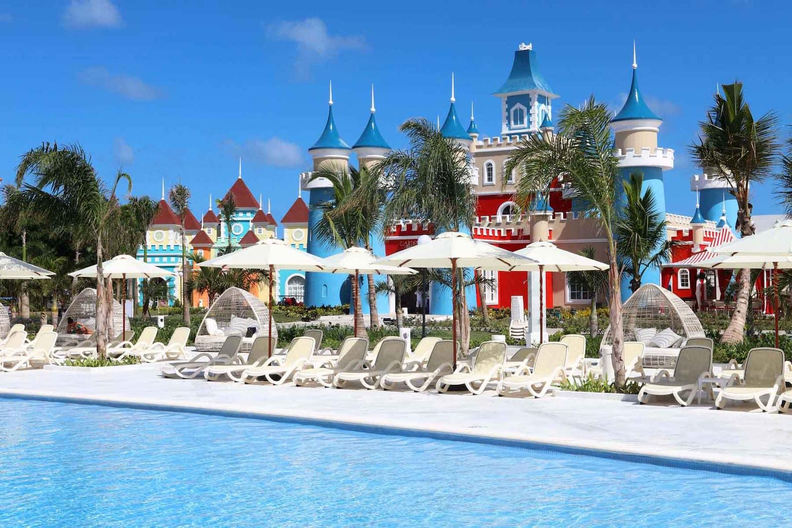 Luxury bahia principe fantasia bahia principe hotels for Hotel luxury bahia principe fantasia