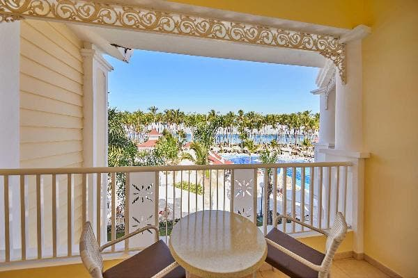 Junior Suite Deluxe Ocean Front Room Luxury Bahia Principe Bouganville 4
