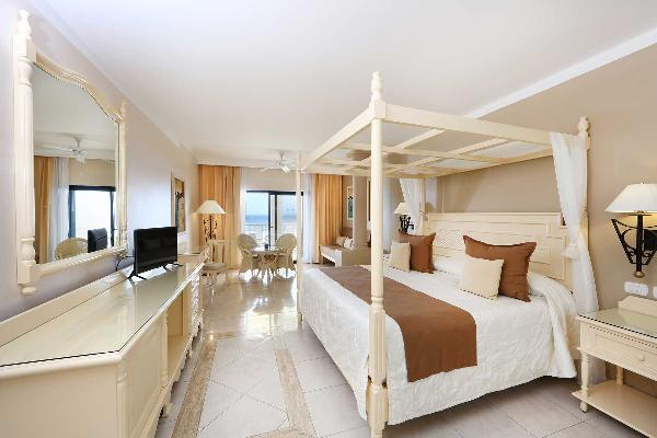 Junior Suite  King Bed Oceanfront Royal
