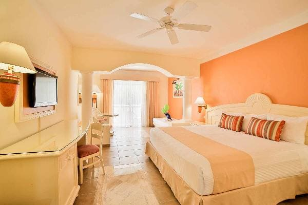 Family Junior Suite Room at Grand Bahia Principe Coba 2